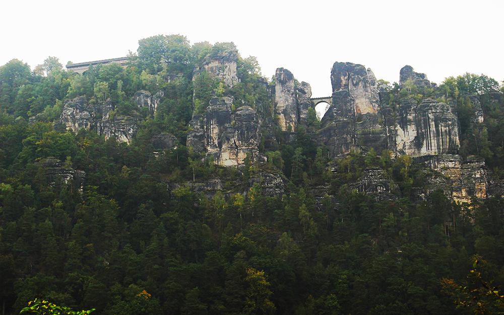 Elbsandsteingebirge gegenüber Rathen