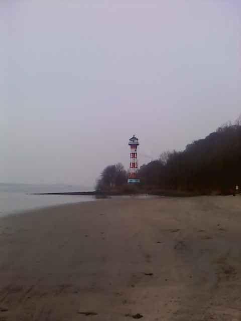 Elbstrand mit Leuchtturm in Blankenese
