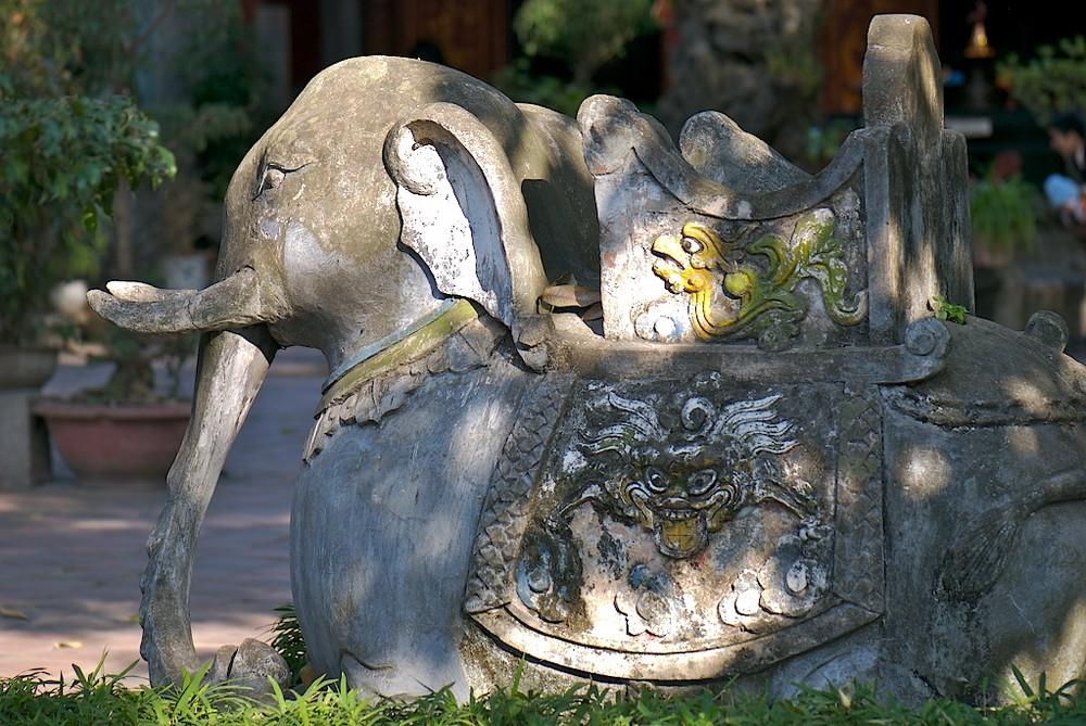 Elefant in einen Vorgarten der Pagode