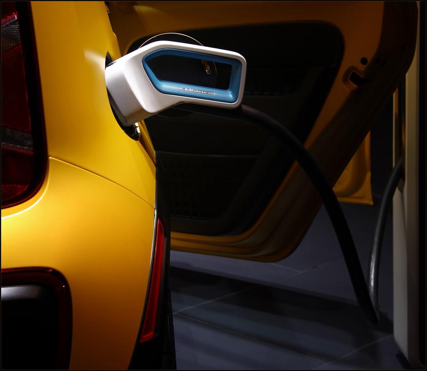 []...elektro.auto...[]