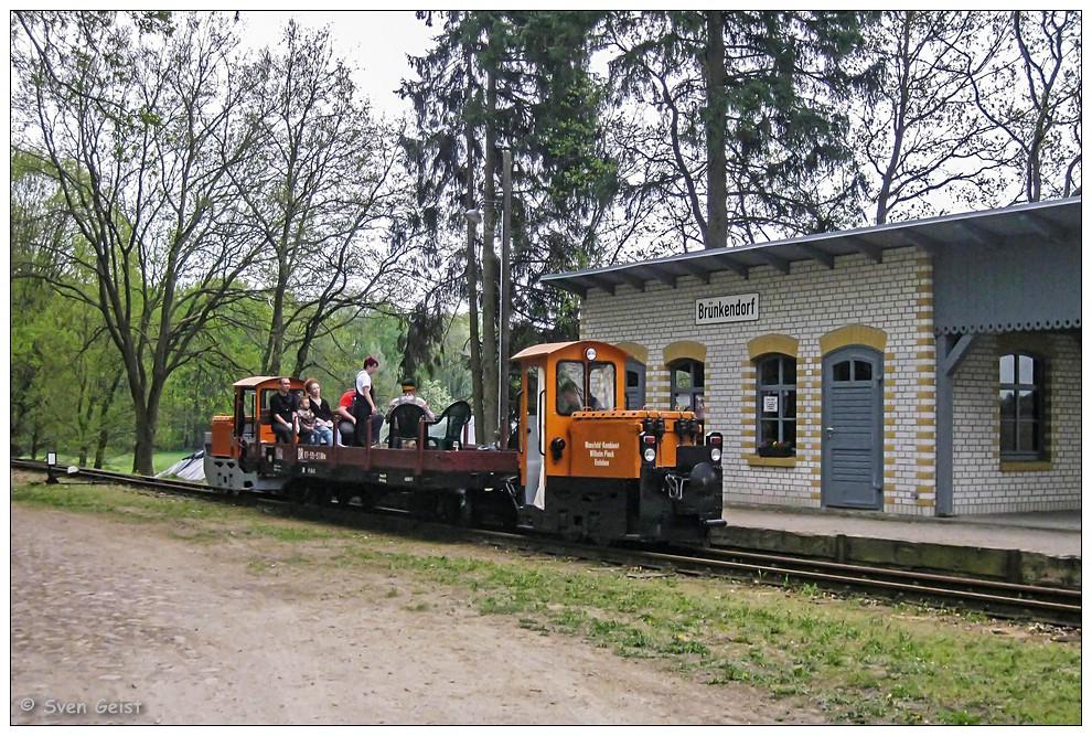Elektrosandwich im musealen Bahnhof Brünkendorf
