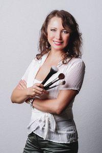 Elena Bolvina Make - Up Artistin Hairstilstin