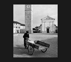 Elio Ciol - Sulla piazza , Orcenico superiore 1955