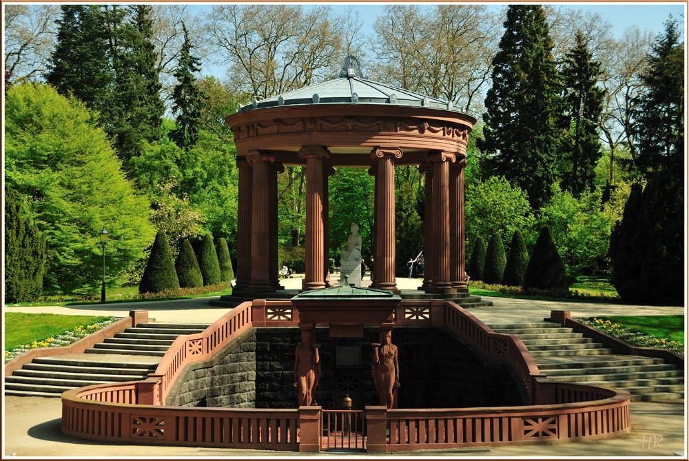 Elisabethenbrunnen im Kurpark von * Bad Homburg vor der Höhe *