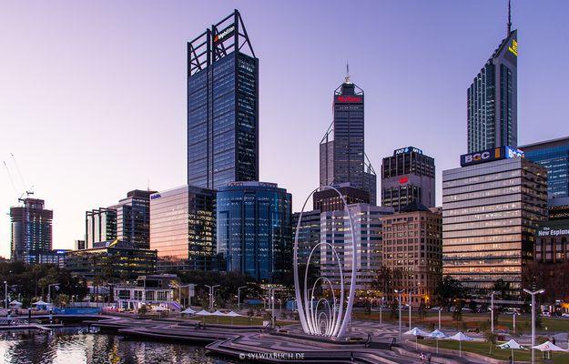Elizabeth Quay in Perth nach Sonnenuntergang