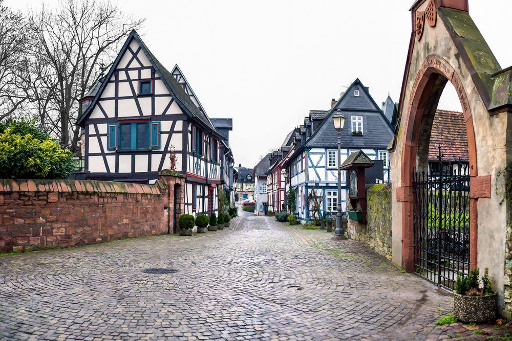 Eltville - Burgstraße - auch bei trübem Wetter schön
