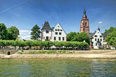 Eltville - Rheinufer mit Weinstand