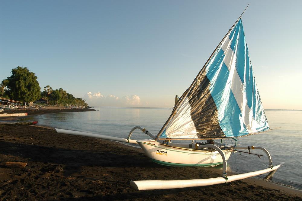 Embarcation de pêche à BALI.