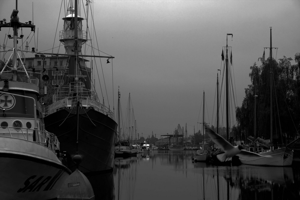 Emdener Hafen in Abenddämmerung