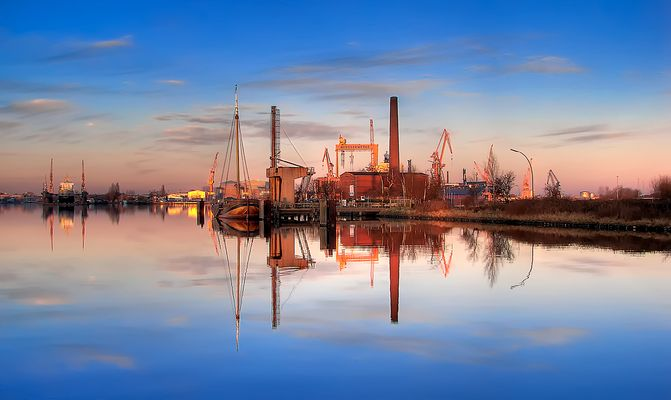 Emder Hafen am Abend