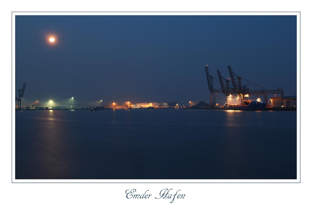 Emder Hafen bei Nacht