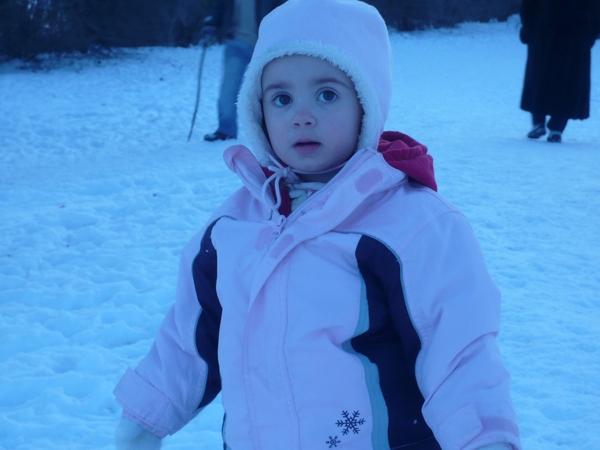 Emilia LIEBT Schnee!!