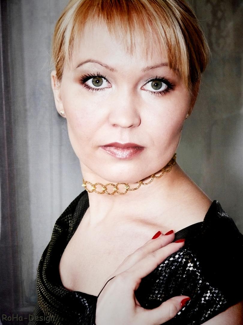 Emiliya 07 - beobachtend