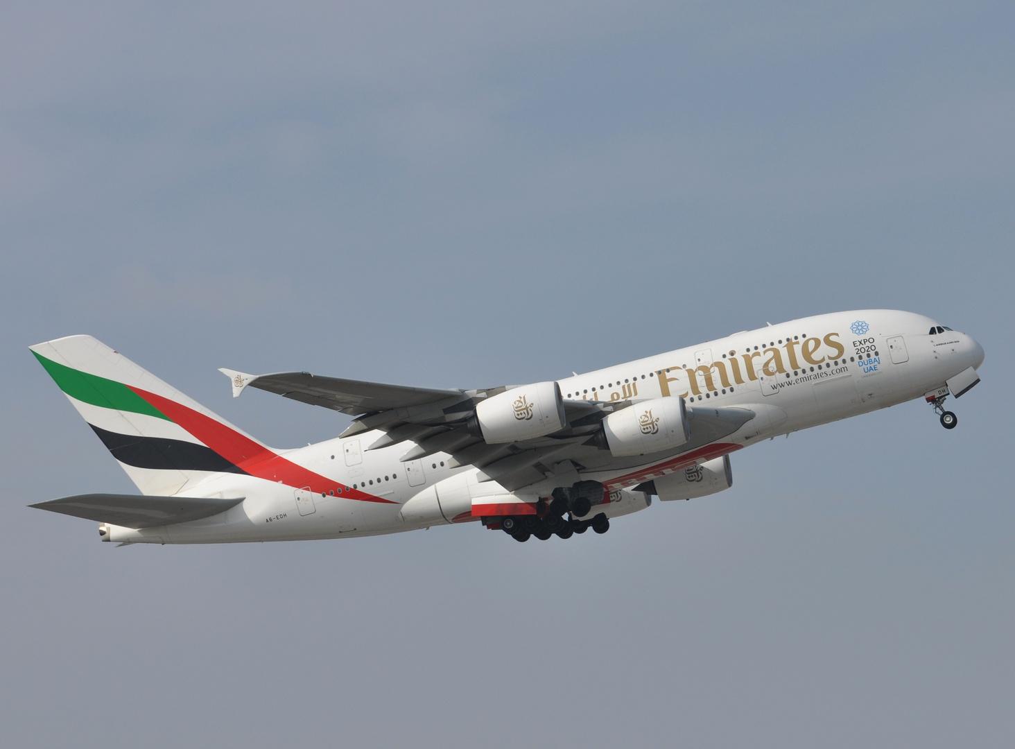 Emirates A6-EDH