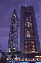 Emirates Towers bei Nacht