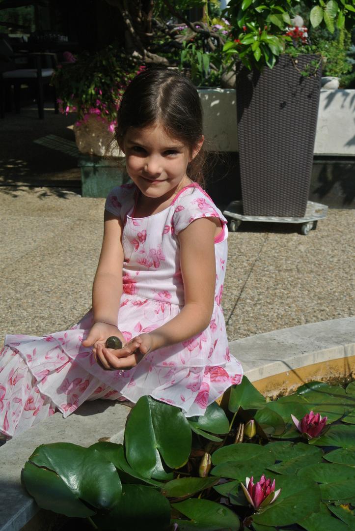 Emma, meine Schwester mit Schnecke