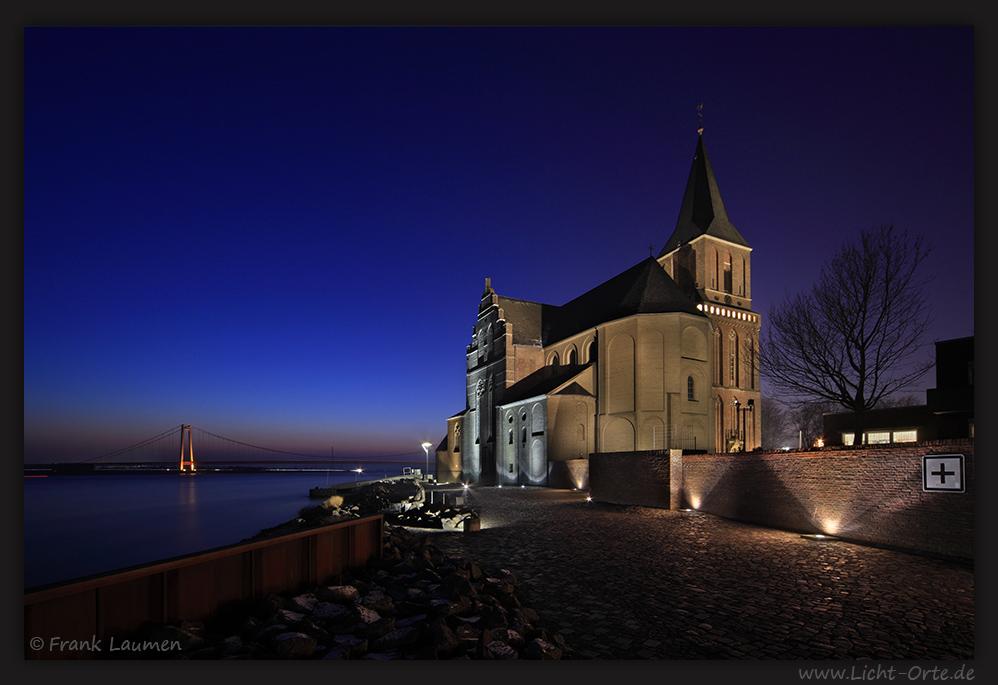 Emmerich am Rhein - Martinikirche mit Rheinbrücke