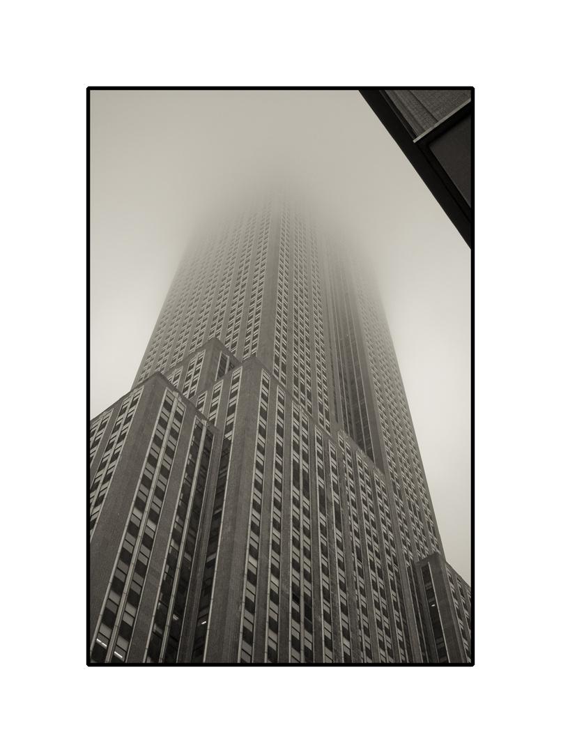 Empire State Building im Nebel