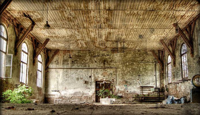 ...empty rooms ...