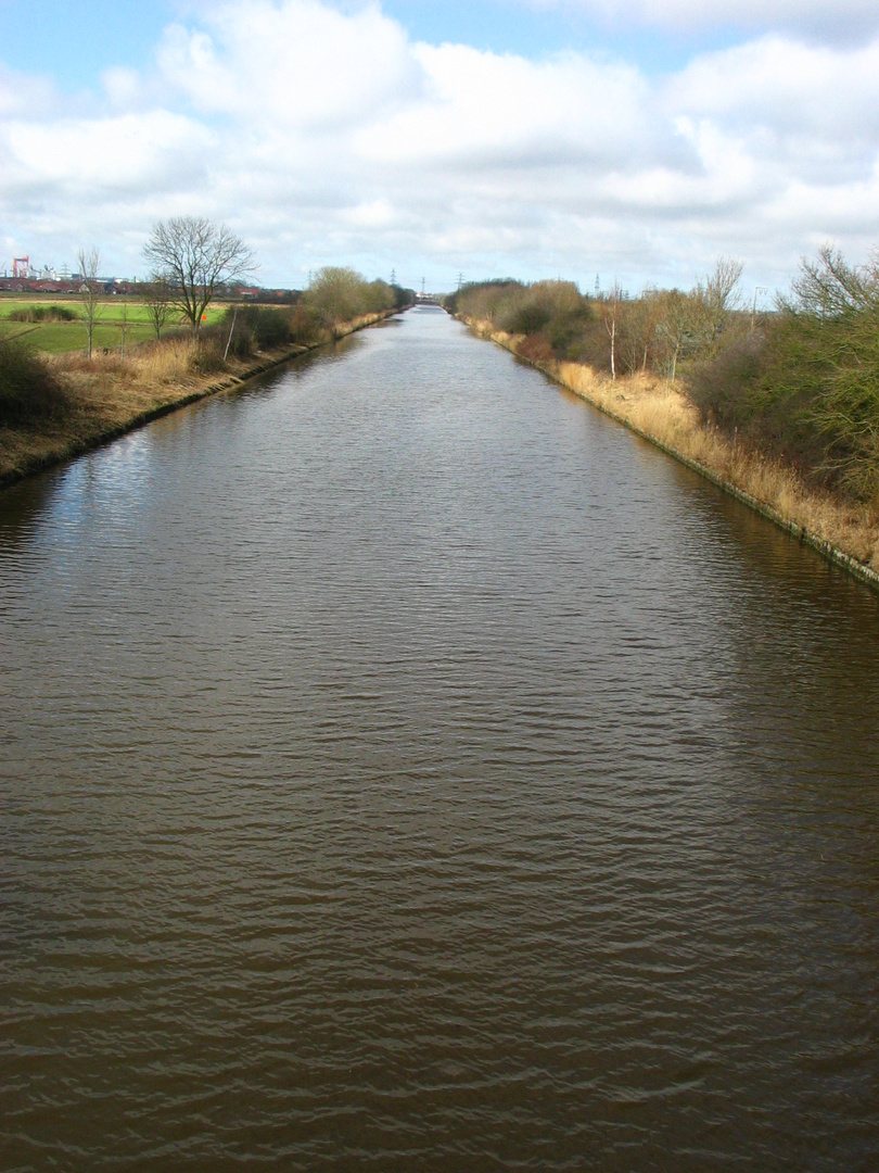 Ems-Seitenkanal bei Emden-Borssum