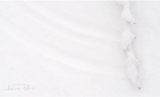 En balayant la neige
