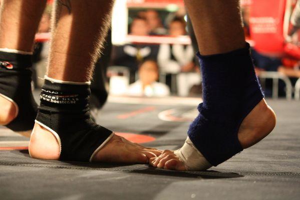 en boxe thaï, l' arme fatale, c'est le pied