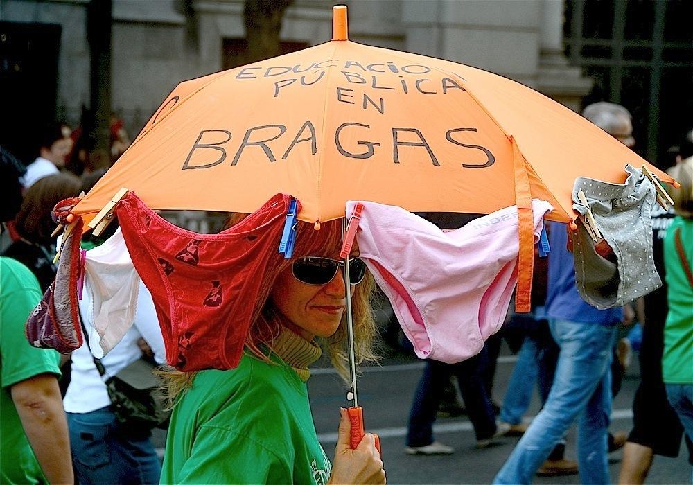En Bragas.