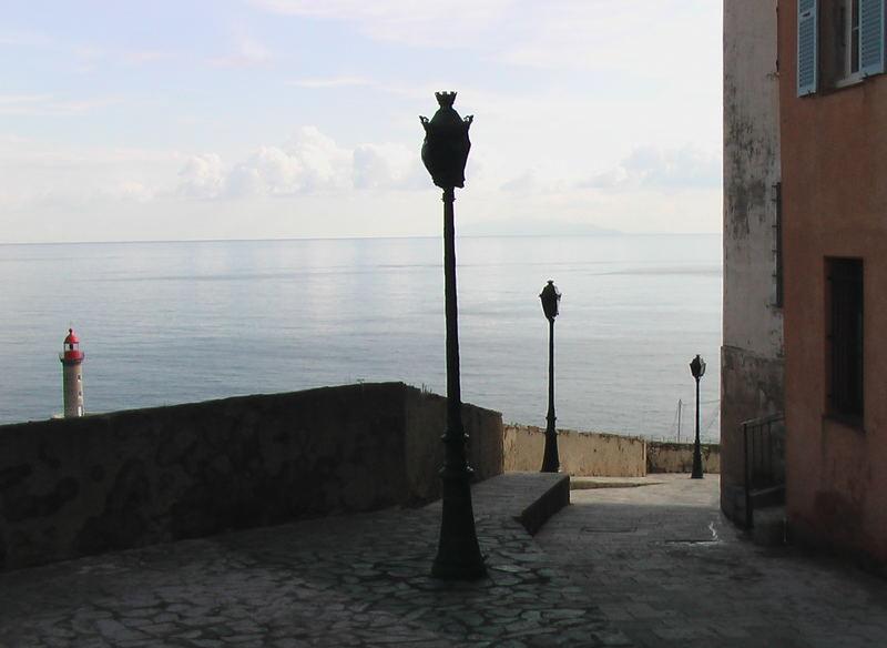 En descendant vers la mer (Bastia)