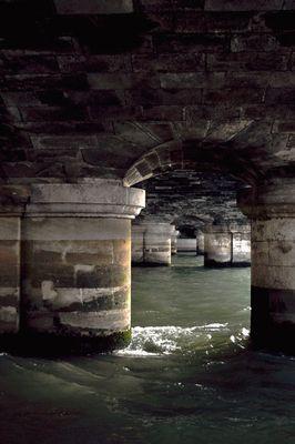 En dessous des ponts de Paris