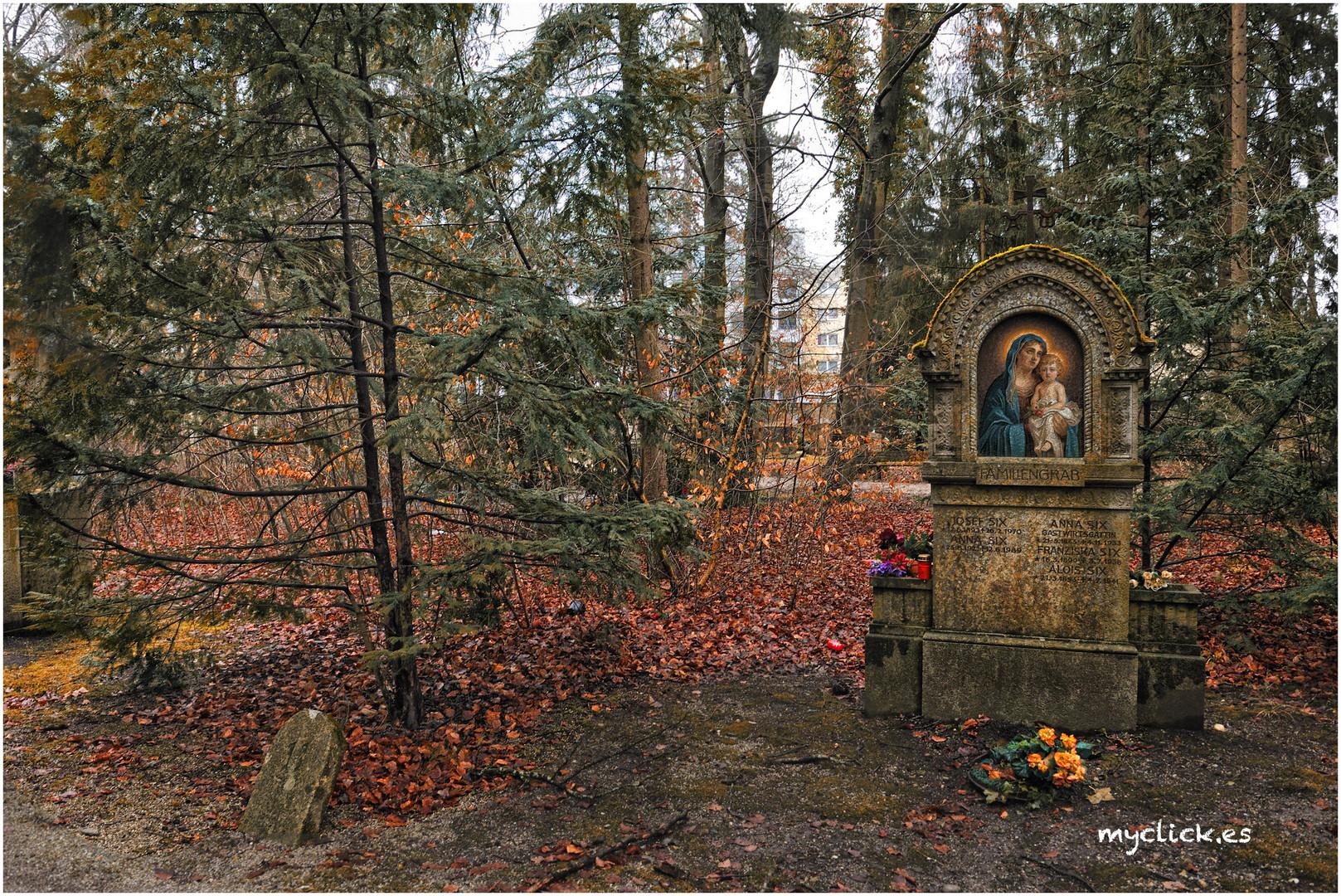 EN EL CEMENTERIO DE WALDRIEPHOF 2 -MUNICH (dedicado a Maria de la Rosa )