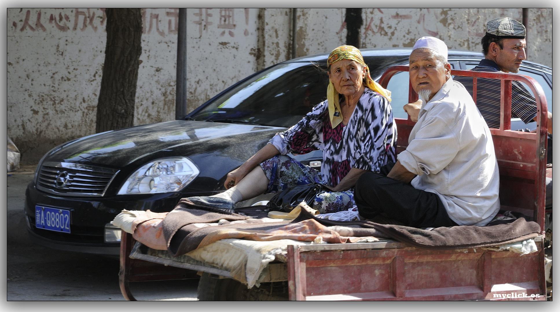 EN LA RUTA DE LA SEDA-LOS RICOS Y LOS POBRES-TURFAN-CHINA