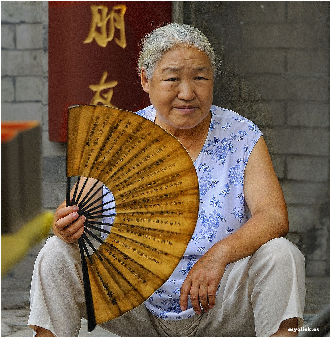 EN LA RUTA DE LA SEDA-MUJER CON ABANICO- XIAN -CHINA