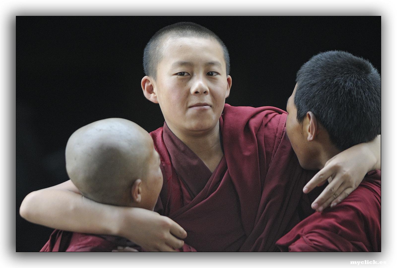 EN LA RUTA DE LA SEDA-NOVICIOS BUDISTAS-XIAN CHINA