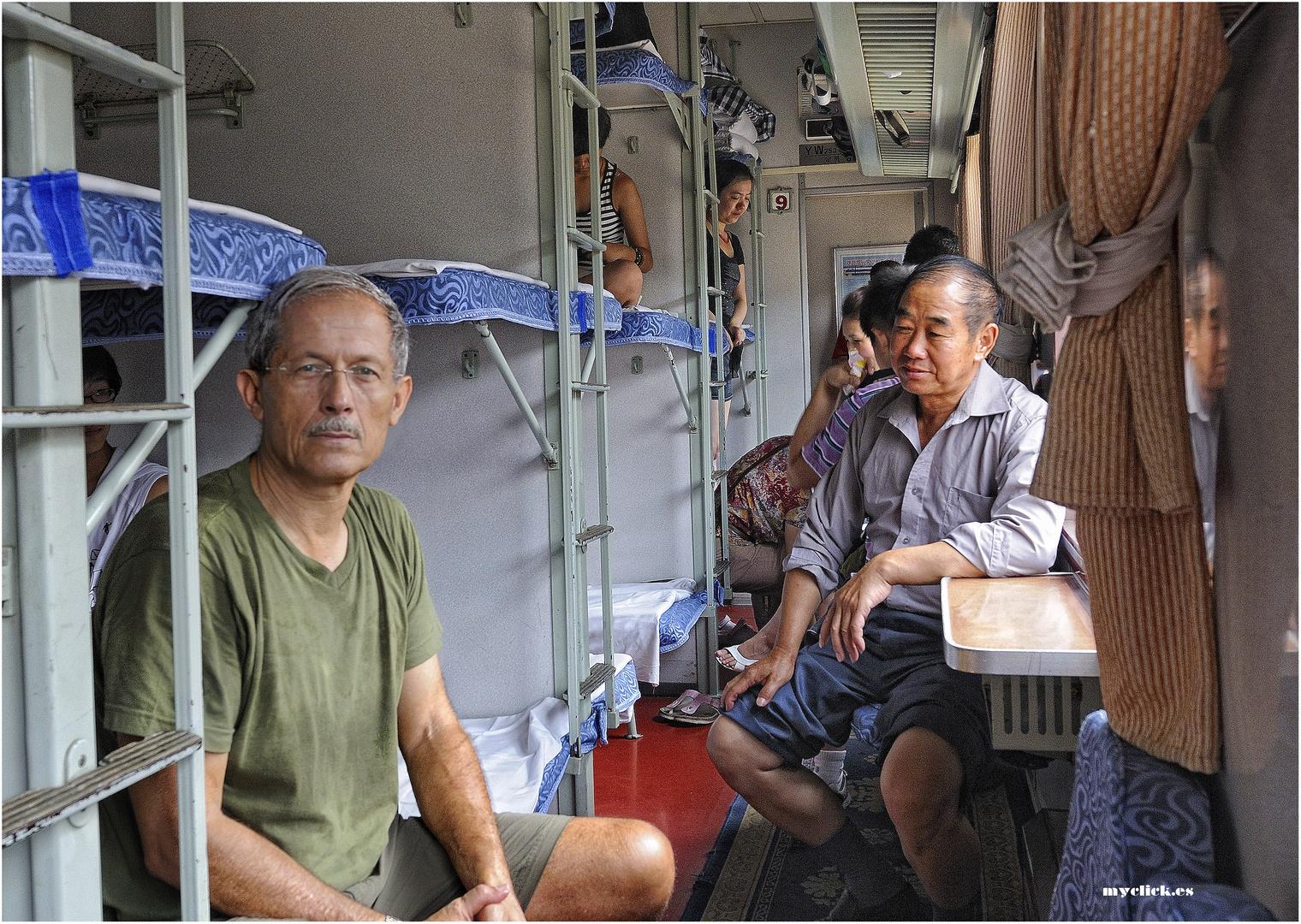 EN LA RUTA DE LA SEDA -UNA NOCHE ENTRE CHINOS (Dedicada a todos los viajeros)