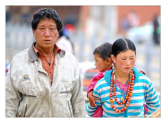 EN LA RUTA DE LA SEDA -UNA PAREJA -XIAHE-CHINA