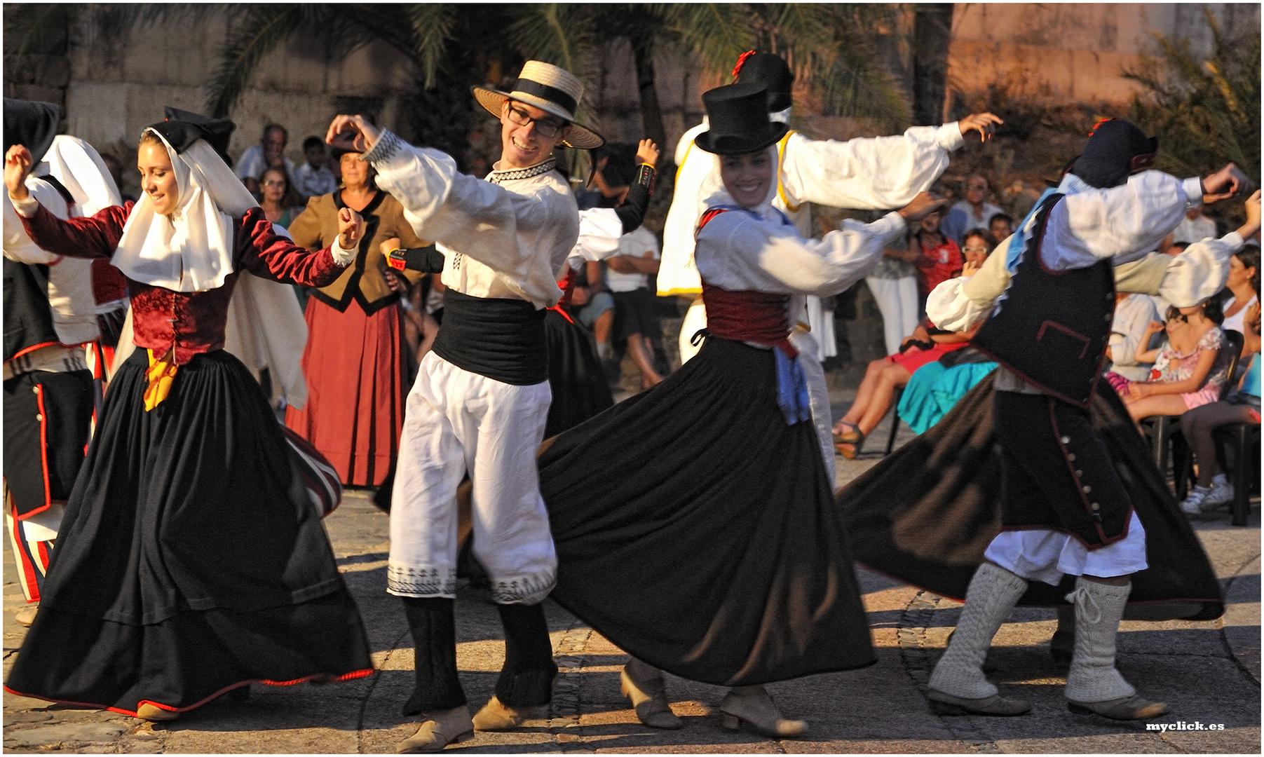 EN LAS FIESTAS DE ARTENARA-EL BAILE (GRAN CANARIA)