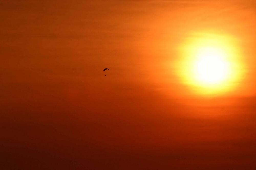 En route vers le soleil ou les joies du paramoteur