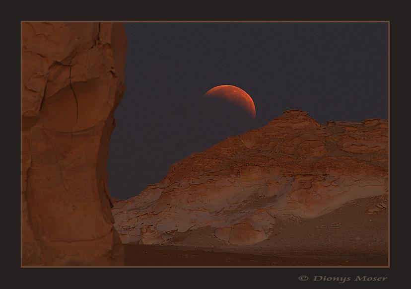 Ende der Mondfinsternis in der Weissen Wüste