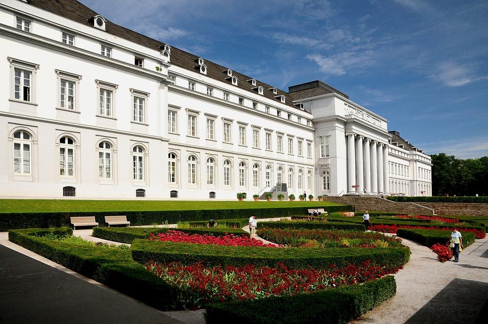 Ende der Wanderung auf dem Rheinsteig mit Besuch vom Kurfürstlichen Schloss in Koblenz