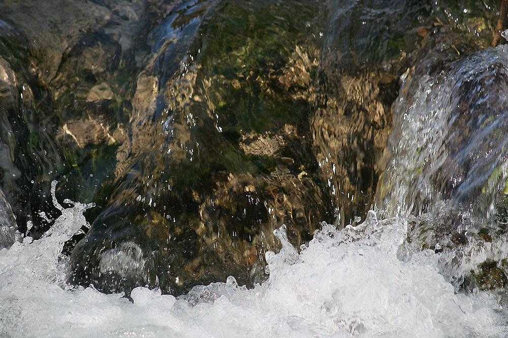 Ende eines kleinen Wasserfalls.....