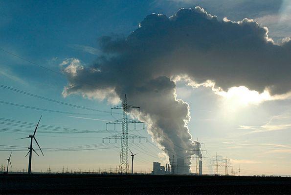 Energie: Braunkohlekraftwerk, Wind und Sonne