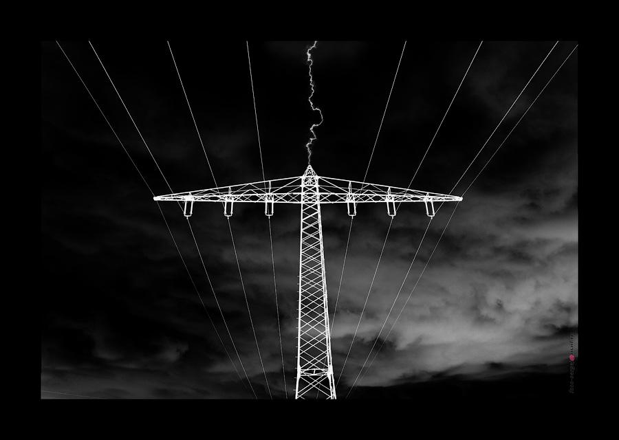 ENERGY 10 Millionen Volt,etwa 300.000 Ampere,bis zu 30.000 °C,ca. 300.000 km/s