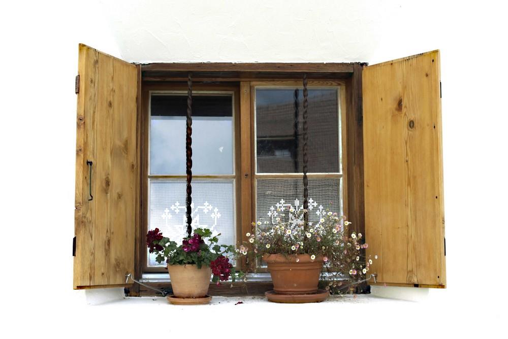 Engadiner haus das fenster foto bild architektur for Fenster 0 finanzierung