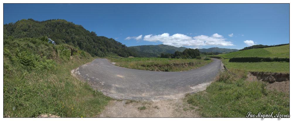 Enge Kurve bei Furnas (Sao Miguel, Azoren)