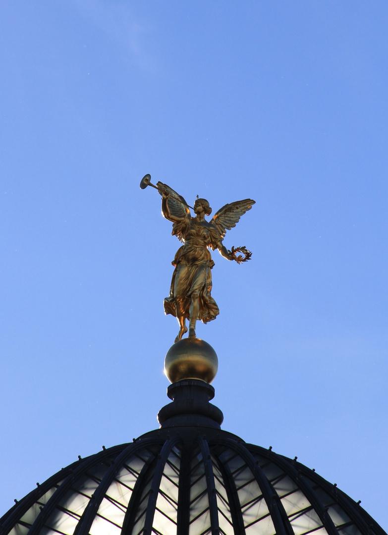 Engel auf der Zitronenpresse