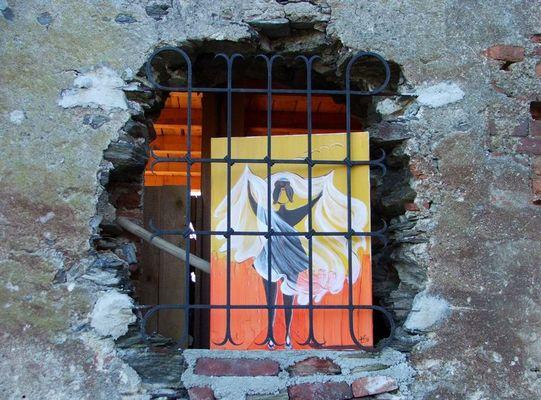 Engel hinter Gitter