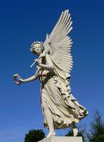 Engel im Innenhof des Schlosses
