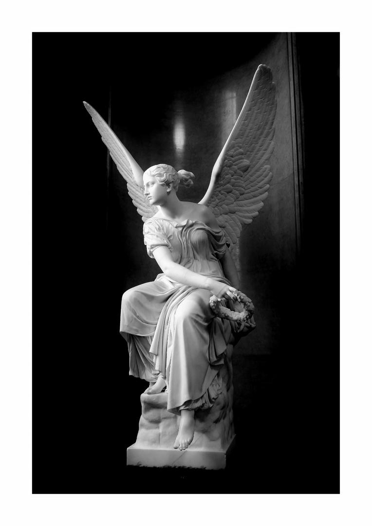 Engel mit Kranz