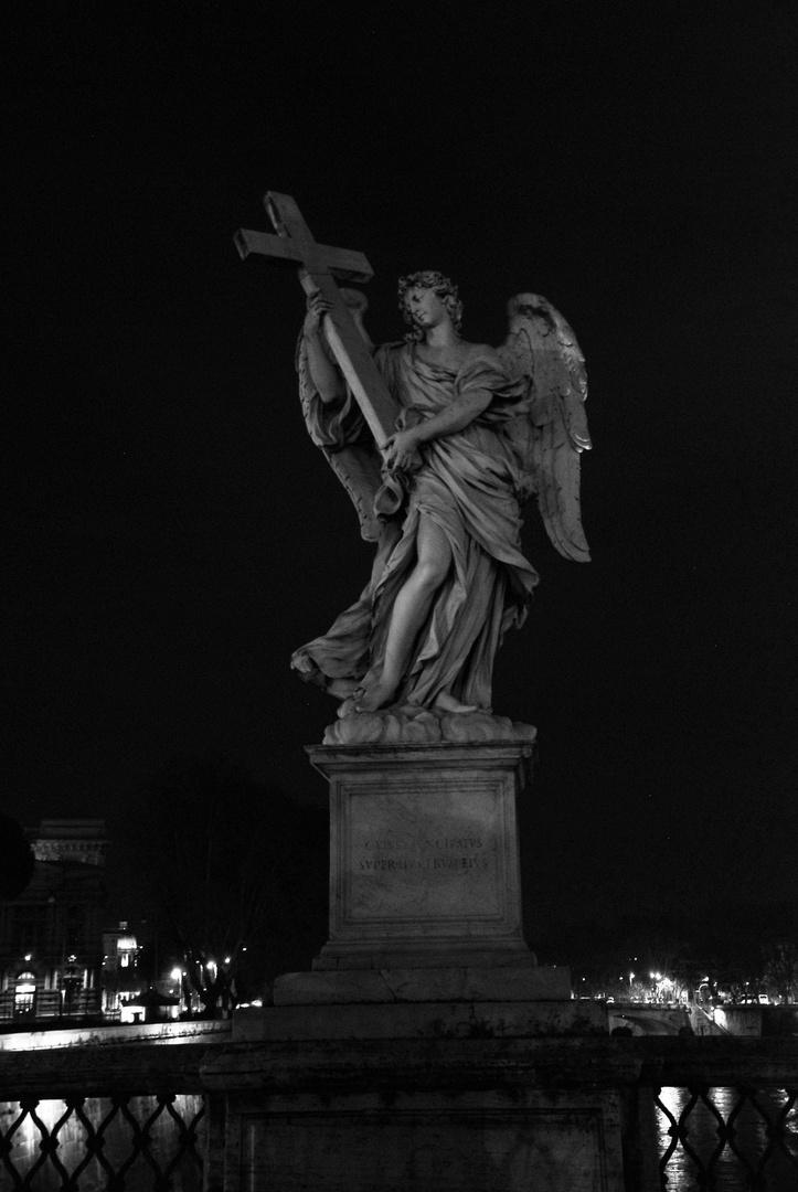Engel mit Kreuz