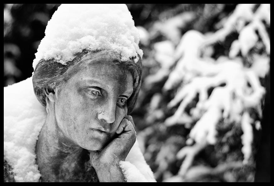 Engel mit Schneehut
